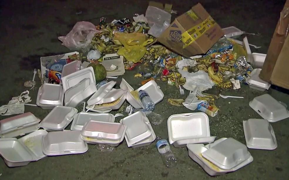 Lixo deixado por manifestantes no Estádio Mané Garrincha  (Foto: TV Globo/Reprodução)