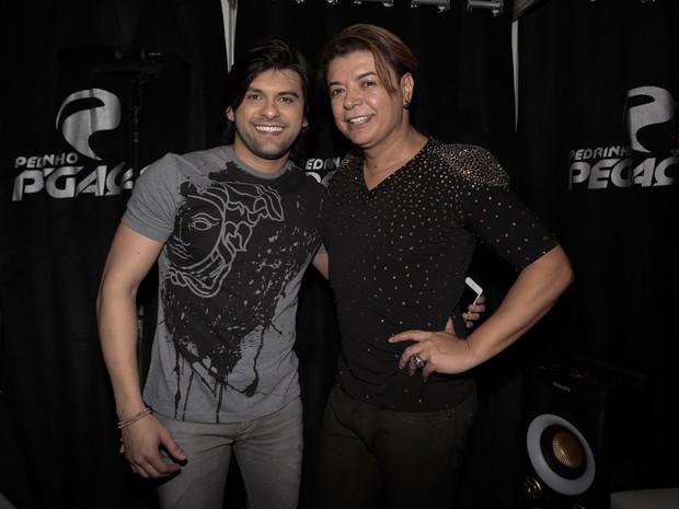 Pedrinho Pegação e David Brazil em show no Recife, em Pernambuco (Foto: Rafael Cusato/ Brazil News)