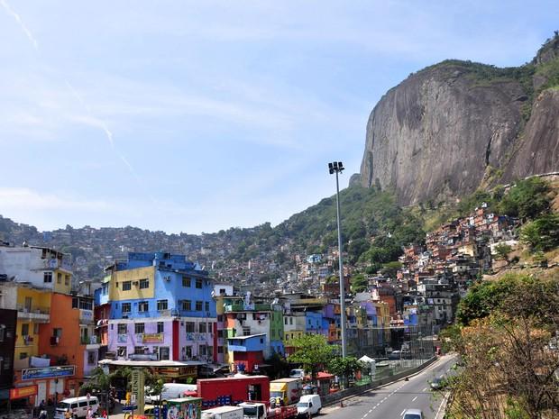 A Rocinha se destaca como sendo a maior favela do Brasil. De acordo com o último Censo, há mais de 70 mil moradores na comunidade, localizada entre os bairros da Gávea e São Conrado, dois dos bairros com o IPTU mais caro do Rio. (Foto: Rogério Santana / Governo do Estado do Rio de Janeiro)
