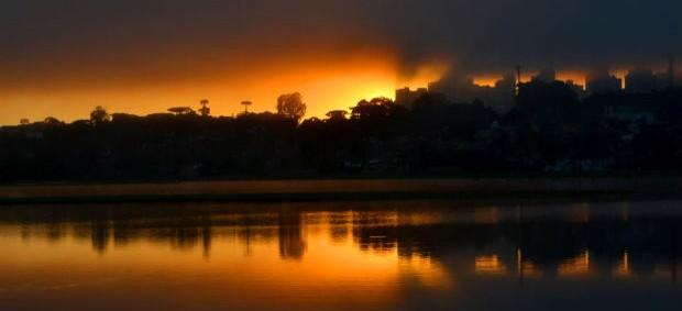 Nascer do sol no Parque Barigüi, em Curitiba (Foto: Jairton Conceição / RPC TV)