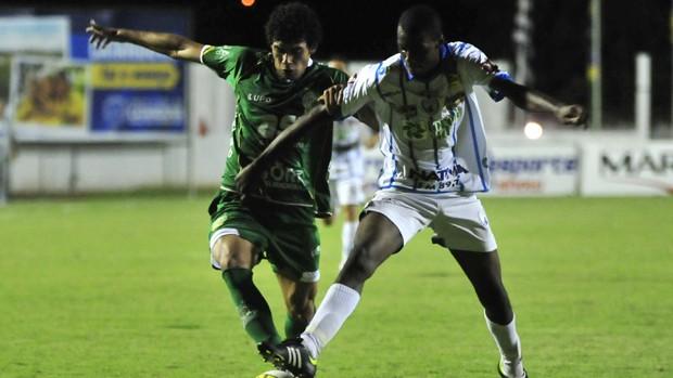 Guarani e Catanduvense duelam pelo Paulistão (Foto: Rodrigo Villalba / Memory Press)