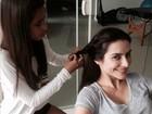 Irmãs unidas! Ana Morais faz trança no cabelo de Cleo Pires