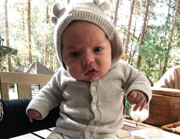 Filho de Bruna Hamú conquista fãs com roupinha de ursinho: