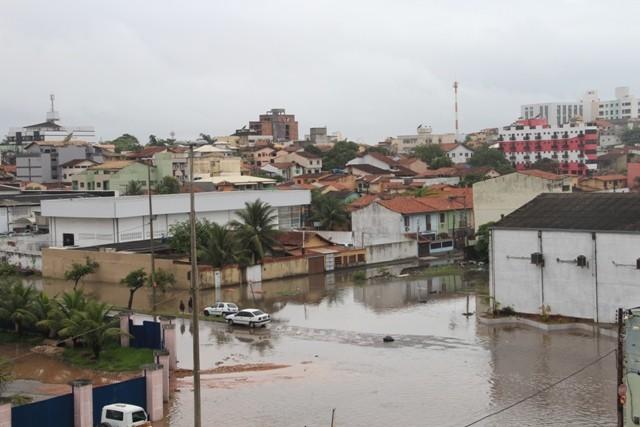 Chuva Macaé (Foto: Carolina Burgos/G1)