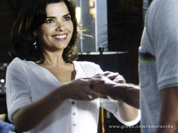 Aline obriga Bruno a tocá-la (Foto: Amor à Vida/ TV Globo)