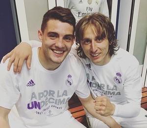 Kovacic e Modric com a camisa comemorativa do Real Madrid pela classificação à final (Foto: Reprodução Instagram)