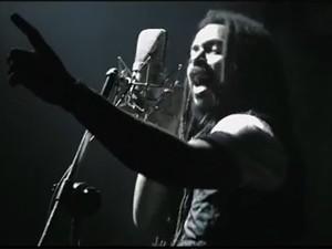 Falcão canta a música 'Vem pra rua' (Foto: Reprodução/YouTube)