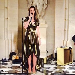 Lana Del Rey canta para convidados (Foto: Instagram)