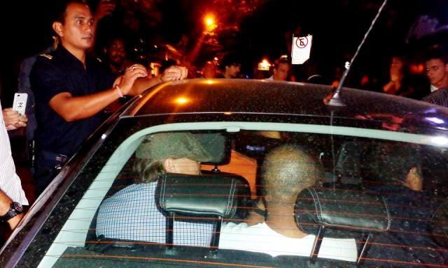 Leonardo DiCaprio dentro do carro (Foto: Tuca Muniz/Jornal Folha de Búzios)