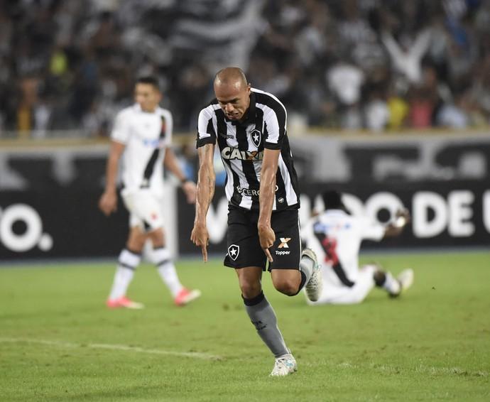 roger botafogo gol vasco (Foto: André Durão / GloboEsporte.com)