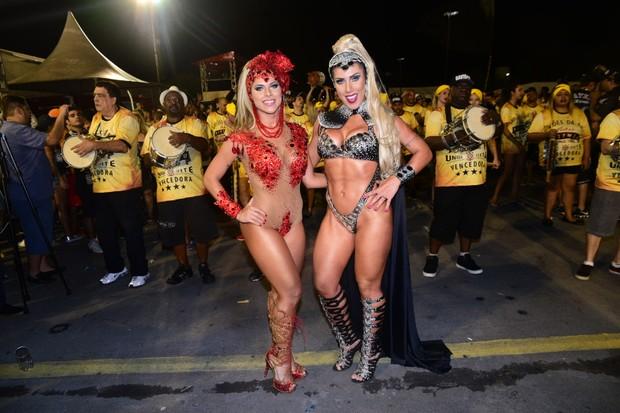 69f9f1b38 EGO - Tati e Ana Paula Minerato chegam de limousine em ensaio ...