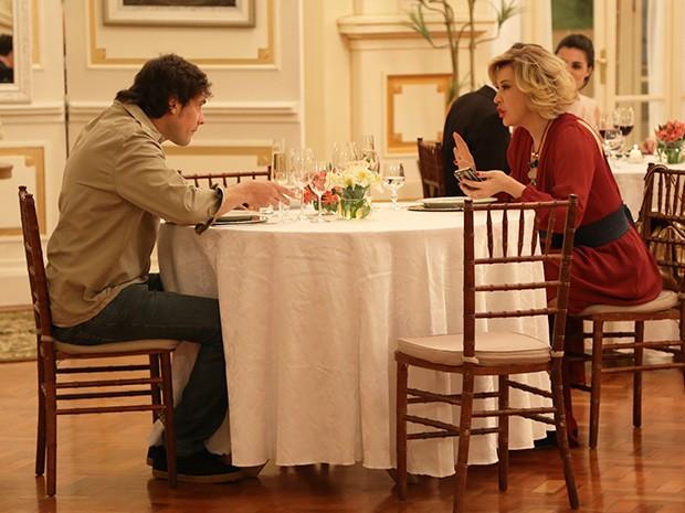 Samantha janta com Caíque e conversam sobre Laura (Foto: Maria Clara Lima/Gshow)
