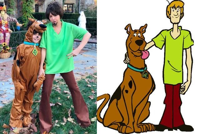 Thalia e a filha, Sabrina, fantasiadas de Salsicha e Scooby-Doo (Foto: Reprodução)