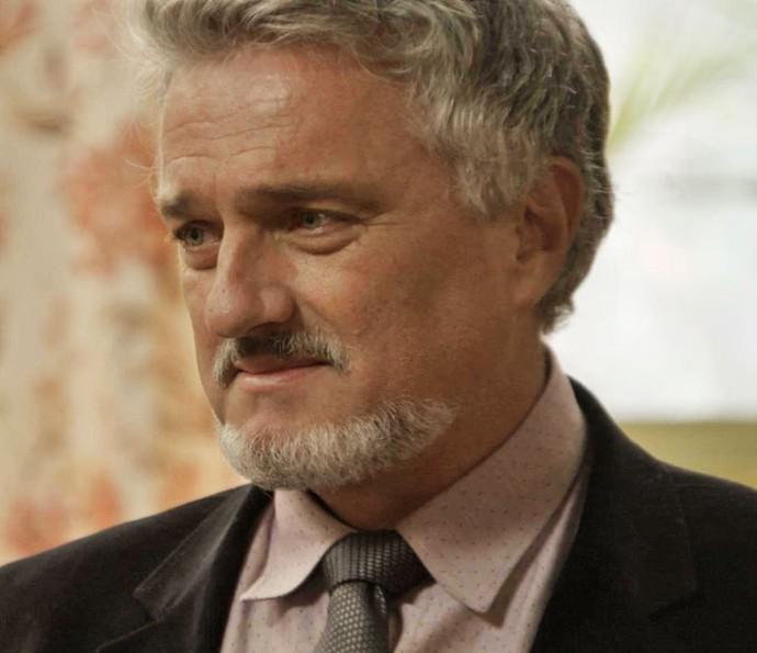 Guido se revela para a filha, emocionado (Foto: TV Globo)