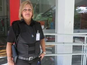 Neide é vigilante de uma agência bancária em Santos (Foto: Mariane Rossi/G1)