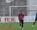 Corinthians treina sem Fábio Santos, mas tem retorno de Anderson Martins
