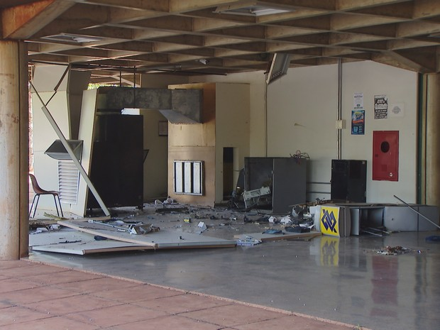 Explosão caixa eletrônico UFU Uberlândia (Foto: Reprodução/ TV Integração)