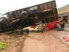 Familiares e amigos se despedem de vítimas de acidente em rodovia de MT