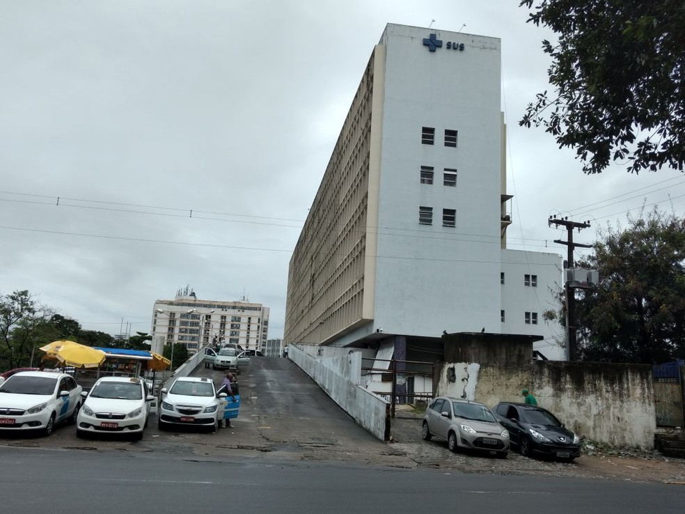Segundo a PM, duas das vítimas foram levadas ao Hospital da Restauração, na área central do Recife (Foto: Pedro Alves/G1)