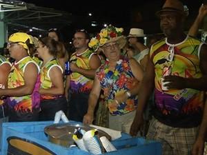 O organizador conta que desde 1974 distribui o caldo no carnaval (Foto: Tiago Lopes/ Inter TV dos Vales)