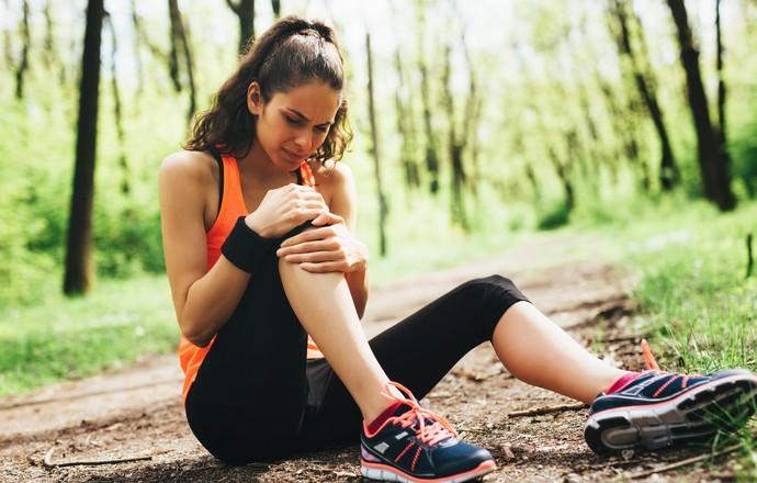 Mulher lesão no joelho (Foto: IStock Getty Images)
