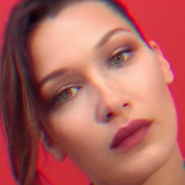 Bella Hadid no vídeo da campanha da coleção de Lucien Pagès para a Colette (Foto: Reprodução )