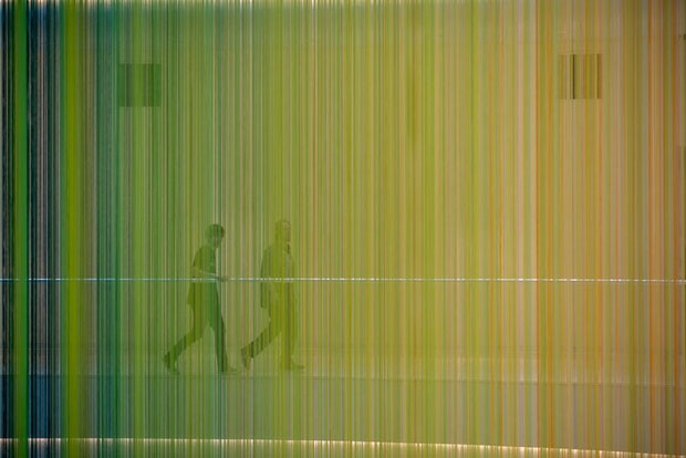 Shopping americano ganha instalação com 13 mil fios coloridos (Foto: Divulgação)