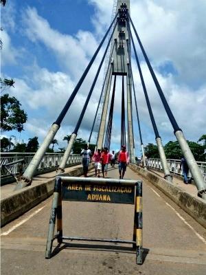 Brasileiros e bolivianos fazem a travessia a pé (Foto: Alexandre Lima/Arquivo pessoal)