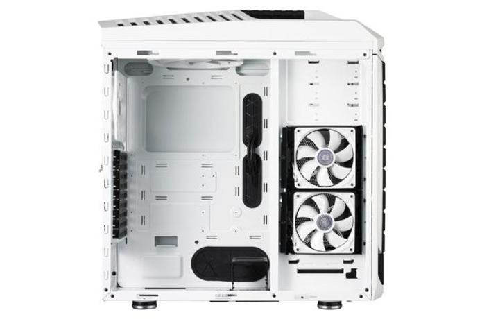Mais generoso no espaço interno, padrão full tower é mais indicado para computadores com múltiplas placas de vídeo e sistemas de refrigeração ativa (Foto: Divulgação/Cooler Master)