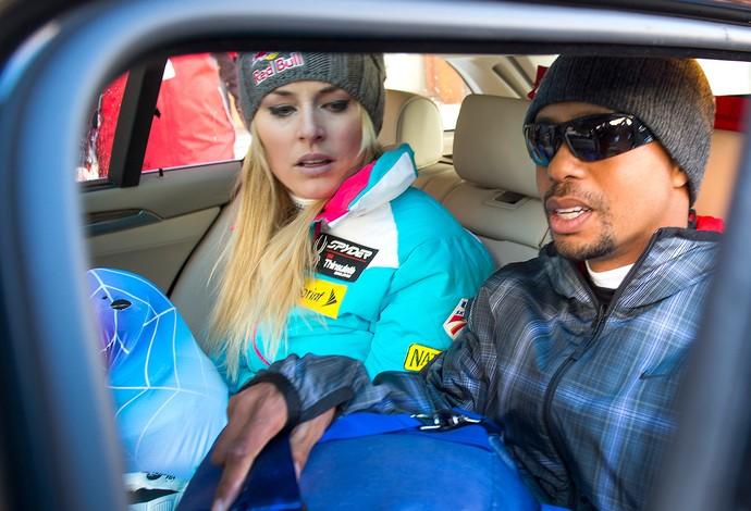 Tiger Woods acompanhando Lindsey Vonn no esqui (Foto: AP)