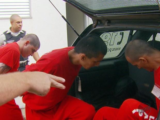 Polícia apresenta quadrilha que praticava assaltos a bancos na região (Foto: Reprodução EPTV)