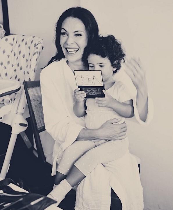 Carolina Ferraz e a pequena Isabel (Foto: Reprodução/ Instagram)