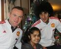 Jogadores do United entregam presentes a crianças hospitalizadas