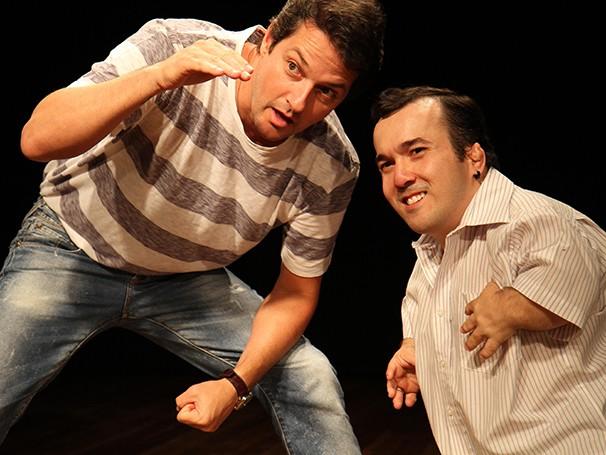 Marcelo Serrado e 'Gigante Léo' em cena (Foto: Divulgação)