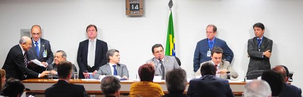 Parlamentares durante sessão da CPI do Cachoeira (Foto: Saulo Cruz / Agência Câmara)