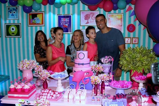 Dani Monteiro e família (Foto: Rogerio Fidalgo/ Agnews)