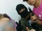 Foto de suspeito de roubo no interior de RR ostentando arma vaza na web