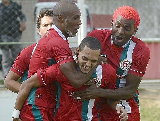 Atacante Edu, do Real Noroeste, comemora o gol do título da Copa Espírito Santo 2013 (Foto: Bernardo Coutinho/A Gazeta)