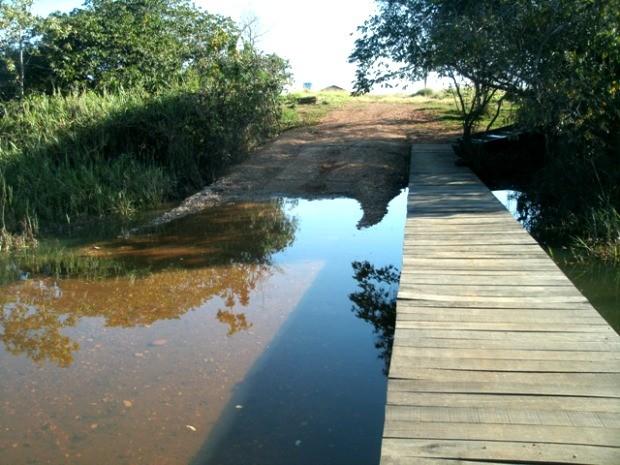 Aterro e passarela foram feitos em área ilegal, segundo a PMA. (Foto  15be229d4f