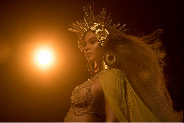 Beyoncé durante gravação exibida antes da apresentação no Grammy  (Foto: Reprodução / Site Beyoncé)