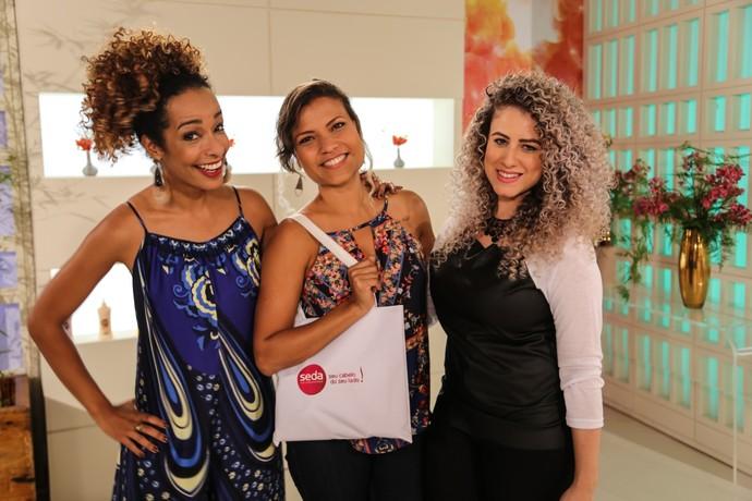 Mariana aprendeu com a blogueira Lari Vieira um novo penteado para a nova fase da sua vida (Foto: Luiz Cláudio Costa)