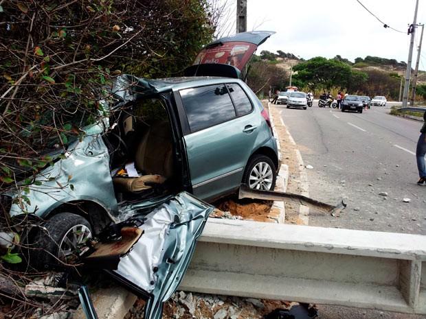 Apesar do forte impacto, motorista foi socorrido ao hospital sem risco de morte (Foto: Henrique Dovalle, da Inter TV Cabugi)