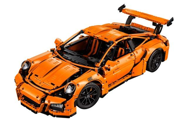 São mais de 2.700 peças para montar o Porsche 911 GT3 RS da Lego (Foto: Divulgação)