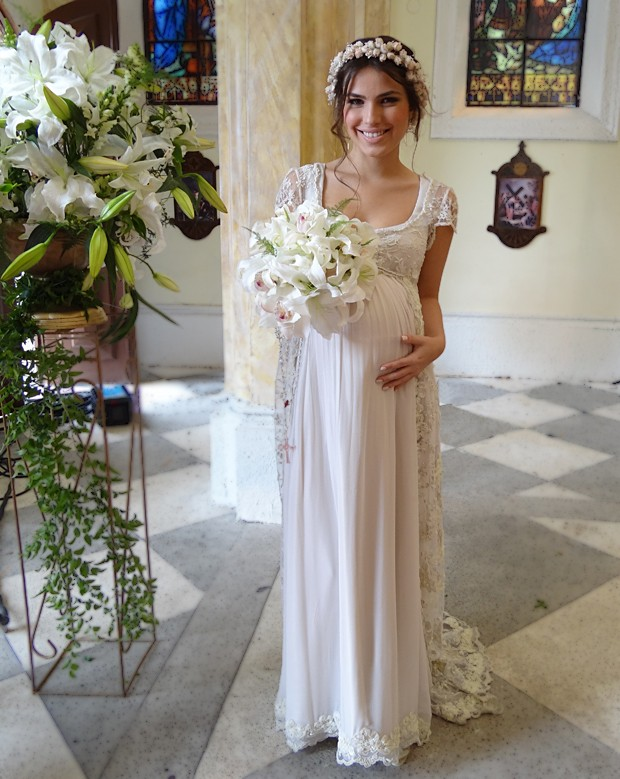 Vestido de noiva de Cristal é de crepe de seda com pelerine bordada (Foto: Malhação / TV Globo)