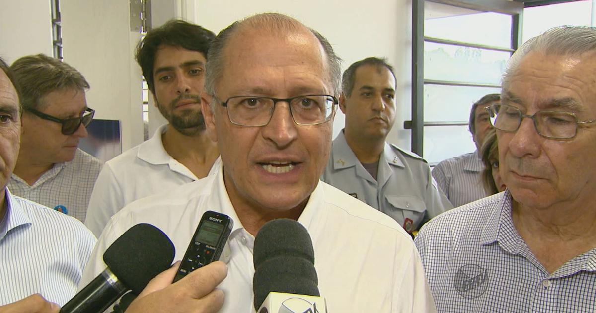 Alckmin diz que vai conversar com secretário sobre a fosfoetanolamina