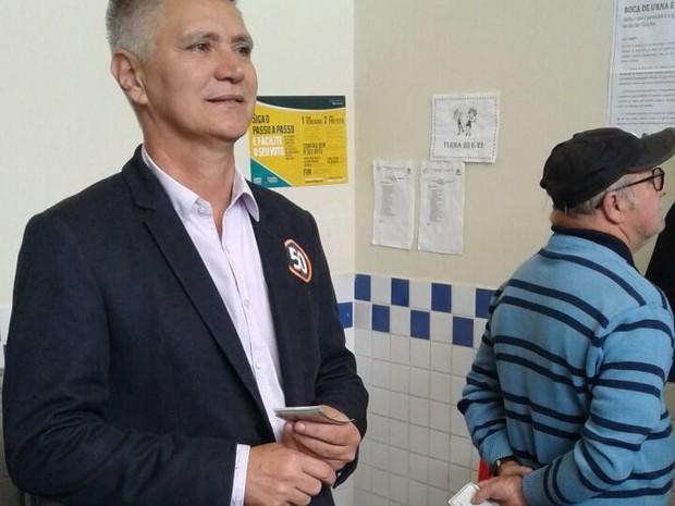 Elson votou neste domingo (2) em Florianópolis (Foto: Júlio Ettore/RBS TV)