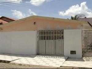 Casa da família Santos permanece vazia (Foto: Reprodução/Inter TV Cabugi)