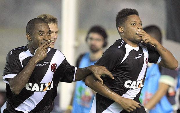 André e Edmilson comemoração Vasco contra Internacional (Foto: Marcelo Sadio / Site do Vasco)
