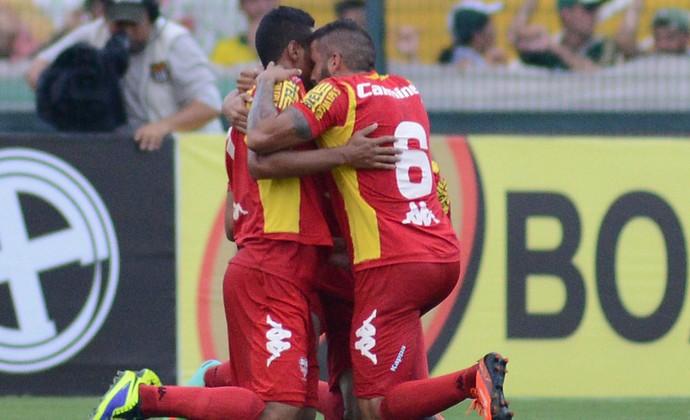 Jogadores do Audax comemoram gol diante do Palmeiras, Paulistão 2014 (Foto: Renato Silvestre / Audax-SP)