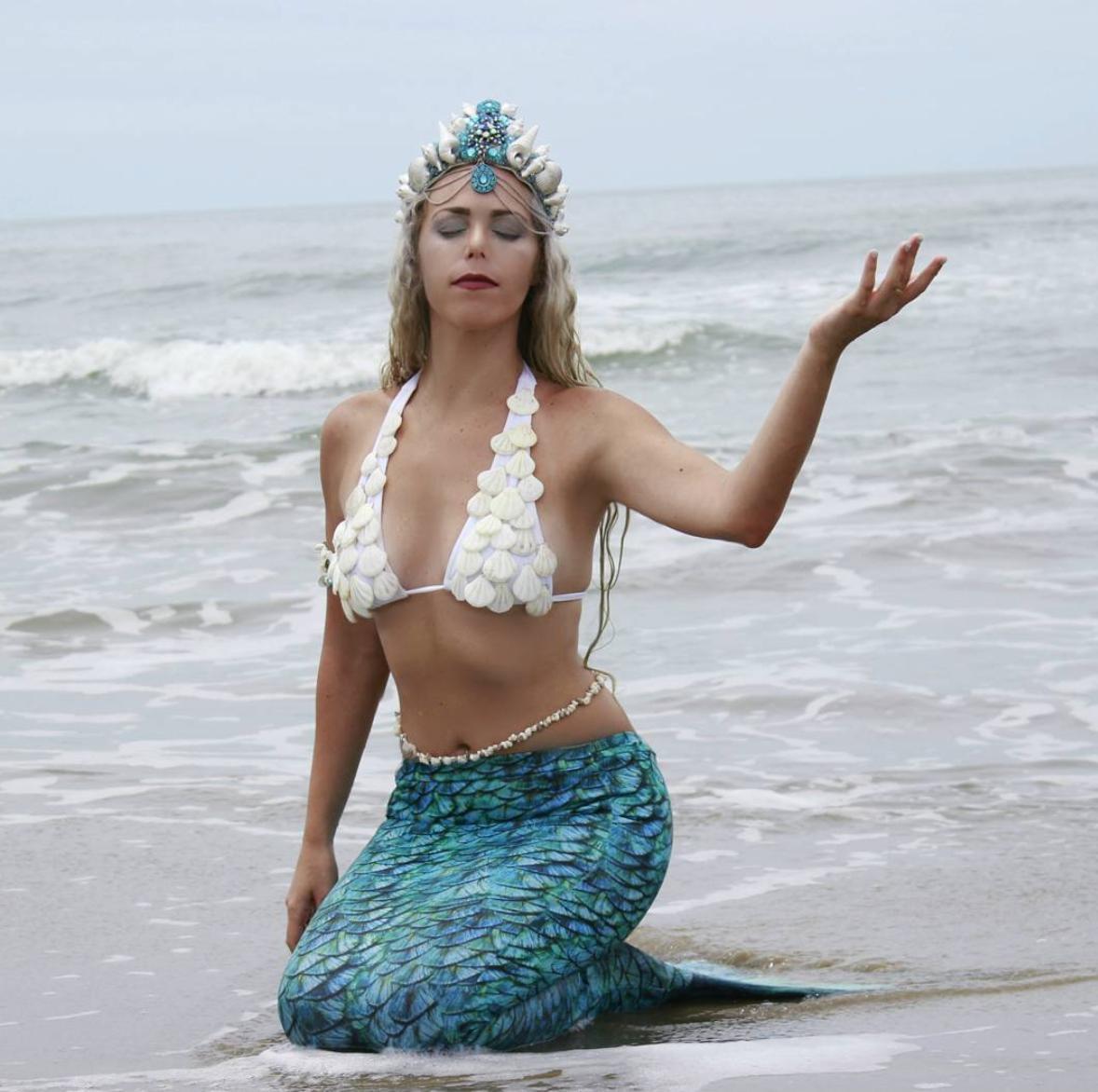 Aos 34 anos, Mirella Ferraz vive de ser uma sereia profissional (Foto: Reprodução/Instagram)